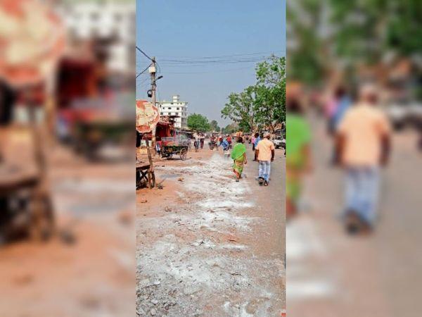 बढ़ रहे मामले को लेकर शहर में हो रहा सेनेेटाजेशन। - Dainik Bhaskar