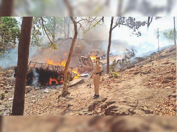 भीमपुर। आशापुर-खंडवा मार्ग पर लेड़दाघाट पर ट्रक जलकर हुए खाक। - Dainik Bhaskar