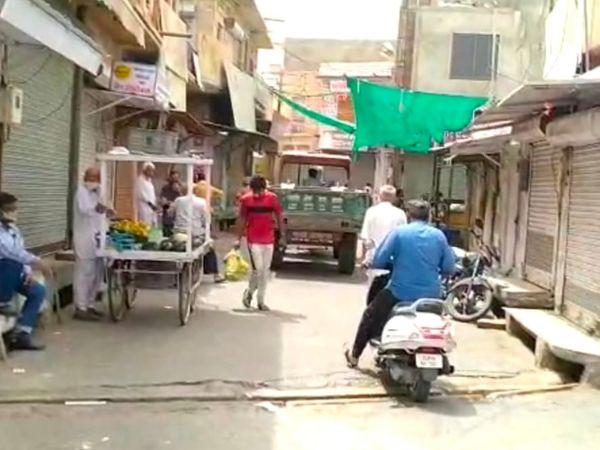 बाड़मेर। शहर में बाजार बंद होने पर भी लोगों की आवाजाही रही। - Dainik Bhaskar