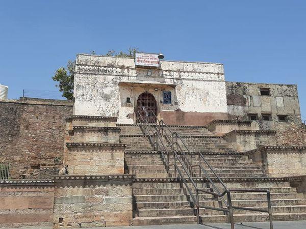 कालिका माता मंदिर भी बंद है।
