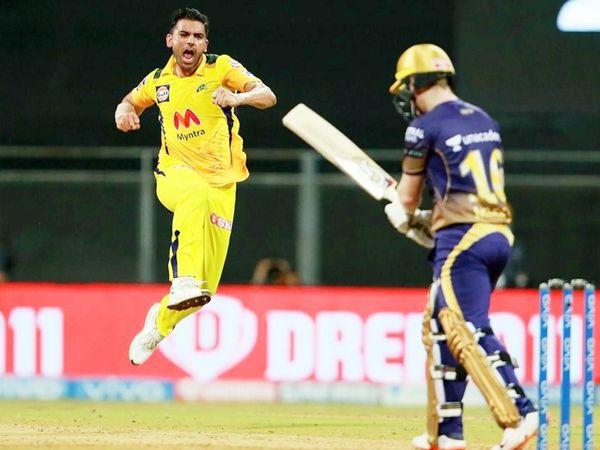 चेन्नई सुपर किंग्स टीम के तेज गेंदबाज दीपक चाहर IPL 2021 सीजन में 7 मैच खेले, जिसमें 8 विकेट लिए। - Dainik Bhaskar
