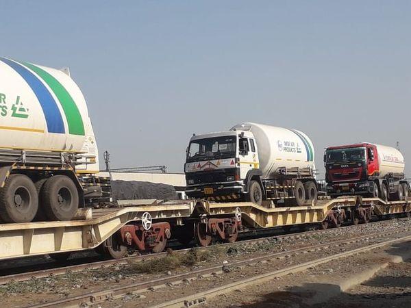 इनमें से एक टैंकर जयपुर व एक टैंकर झालावाड़ भेजा जाएगा
