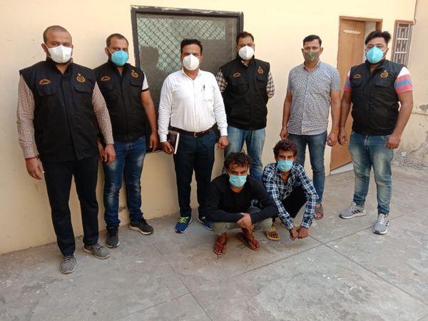 आरोपियों ने बताया लूट की वारदात को अंजाम देने के लिए उन्होंने थाना छांयसा क्षेत्र से 16 अप्रैल को एक बाइक छीनी थी। - Dainik Bhaskar