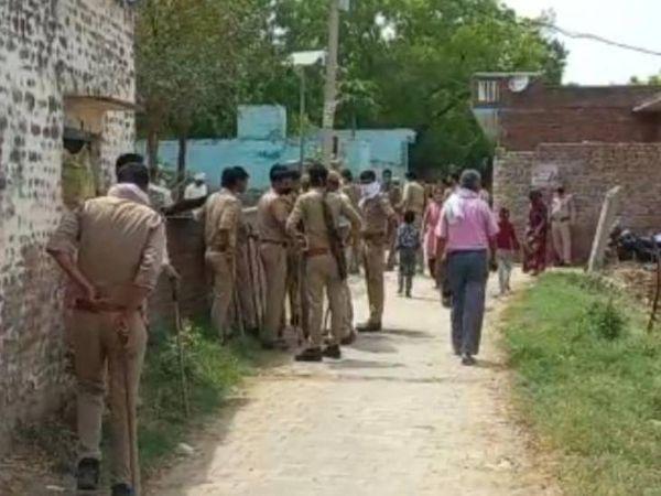 गांव में तैनात फोर्स।