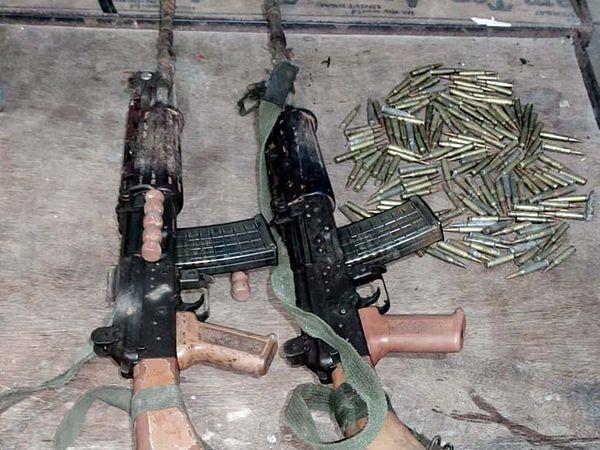 पुलिस ने उग्रवादियाें के पास से  5.56 एमएम का दो रेगुलर इंसास भी बरामद किया है। - Dainik Bhaskar