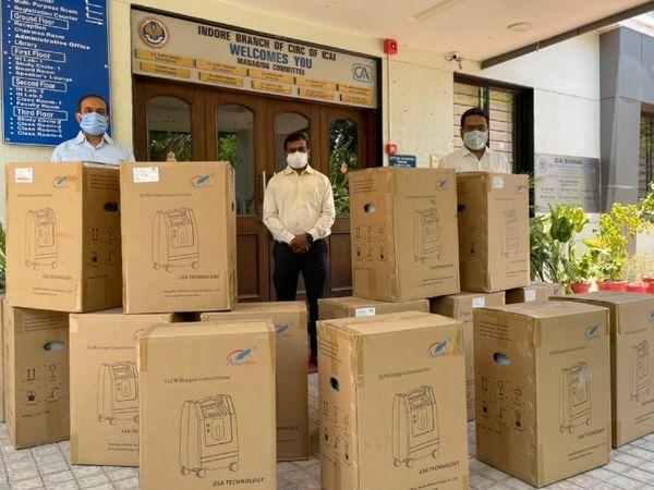 एसो. के दफ्तर तक मशीनें बुधवार को पहुंच पाई। - Dainik Bhaskar