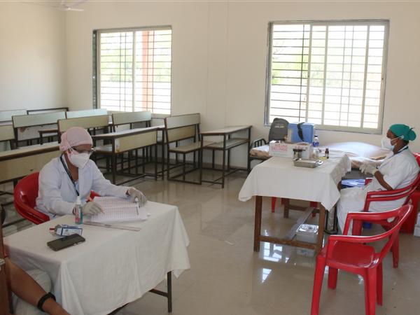 तुलसी नगर स्थित 18 प्लस वाला वैक्सीनेशन काउंटर गुरुवार को खाली पड़ा रहा। - Dainik Bhaskar