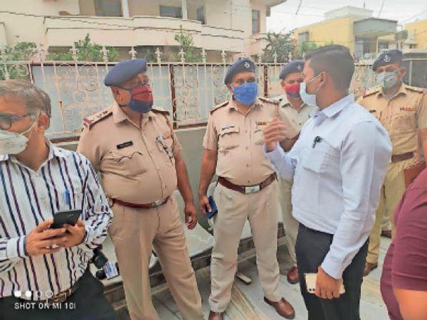 अम्बाला सिटी | डोगरा लैब पर कार्रवाई करने पहुंची पुलिस टीम। - Dainik Bhaskar