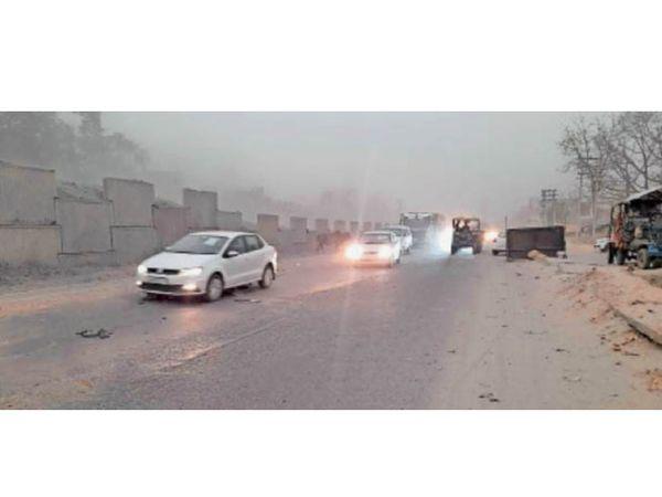 पानीपत. जीटी राेड पर बारिश के बीच से गुजरते वाहन। - Dainik Bhaskar
