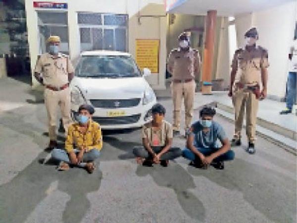 गिरफ्तार बदमाश और बरामद विशेष औजार - Dainik Bhaskar