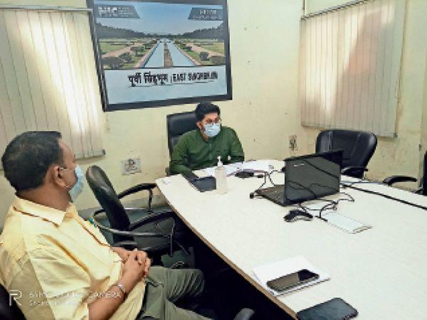 डीसी ने पदाधिकारियों से कहा-दो दिन के अंदर अपने-अपने क्षेत्र में सरकारी या निजी भवन को चिह्नित करें - Dainik Bhaskar