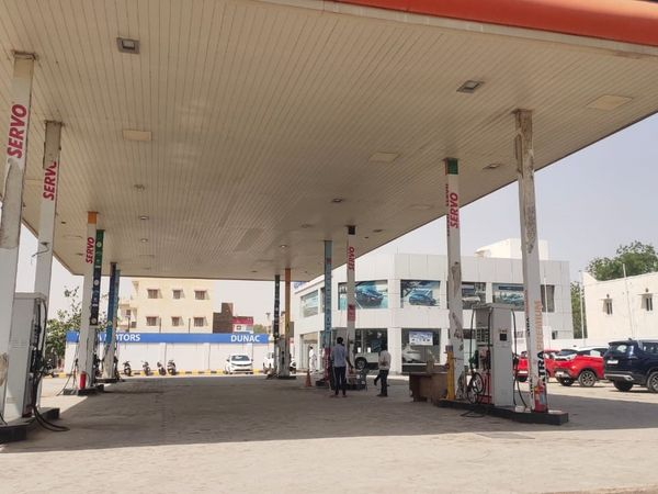 बीकानेर में एक पेट्रोल पंप। - Dainik Bhaskar
