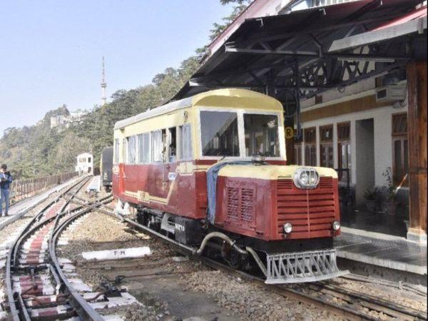 रेल विभाग ने बीते सप्ताह दो ट्रेनें कालका शिमला ट्रैक पर बंद कर दी थी। - Dainik Bhaskar