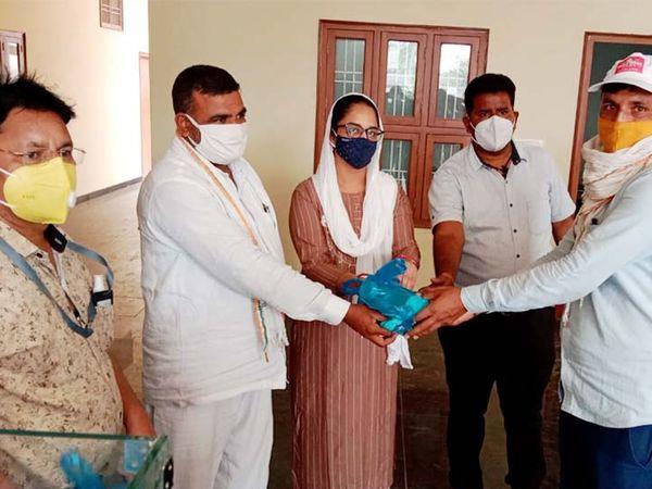 सुजानगढ़ नगर परिषद उपसभापति अमित मारोठिया एक मई को जारी कोरोना जांच रिपोर्ट में पॉजिटिव थे। उसके बाद भी वे कार्यक्रमाें में शामिल हो रहे हैं। - Dainik Bhaskar
