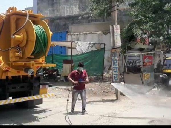 शहर के मुस्लिम कॉलोनी इलाके मे - Dainik Bhaskar
