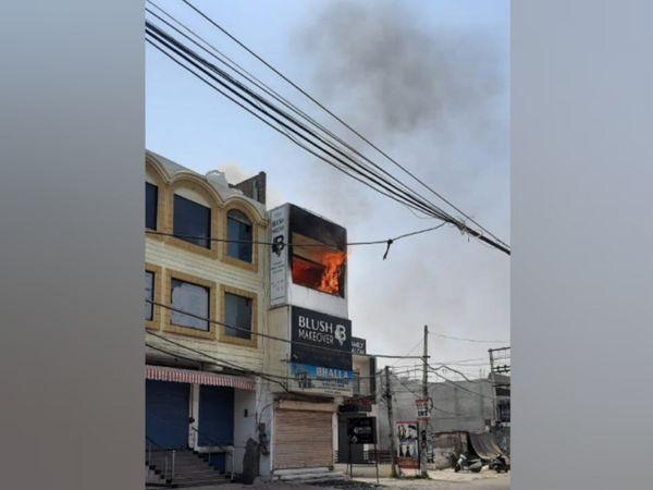 आर्किटेक्ट के ऑफिस में लगी आग। - Dainik Bhaskar