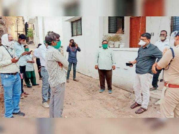 कलेक्टर ने शहर और ग्रामीण क्षेत्रों का निरीक्षण कर कर्फ्यू की स्थिति देखी। - Dainik Bhaskar