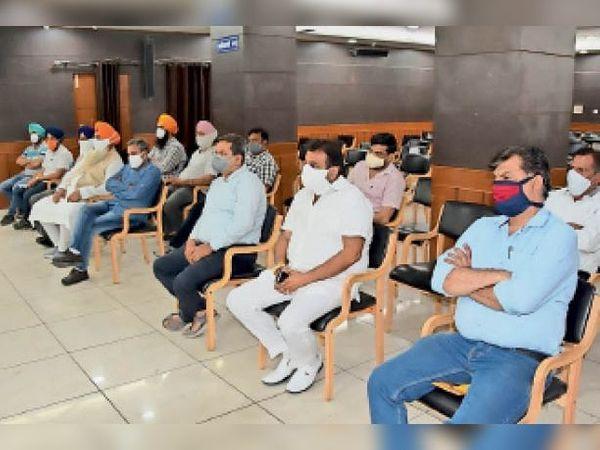 पानीपत. मिनी सचिवालय में हुई बैठक में शामिल हुए विभिन्न सामाजिक और धार्मिक संस्थाओं के प्रतिनिधि। - Dainik Bhaskar