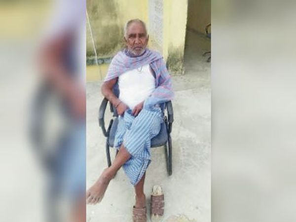 कोरोना को मात देने वाले 70 वर्षीय हरिश्चंद्र सिंह। - Dainik Bhaskar