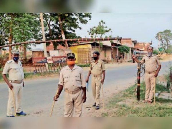 भागी पट्टी बाजार में पुलिस बल तैनत - Dainik Bhaskar