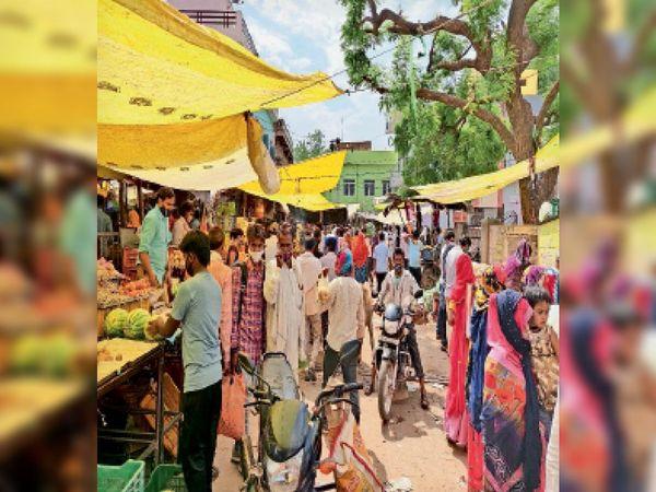 लॉकडाउन घोषणा के बाद खरीदारी को उमड़ी भीड़। - Dainik Bhaskar