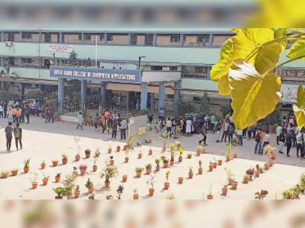 जेजेड शाह अमरोली काॅलेज में छात्राें को बुलाने पर काफी भीड़ जमा हो गई, एबीवीपी ने विरोध दर्ज कराया। - Dainik Bhaskar