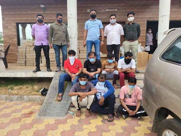 गुजरात की मोरबी थाने की पुलिस ने 01 मई को नकली इंजेक्शन मामले में आरोपियों को दबोचा था।