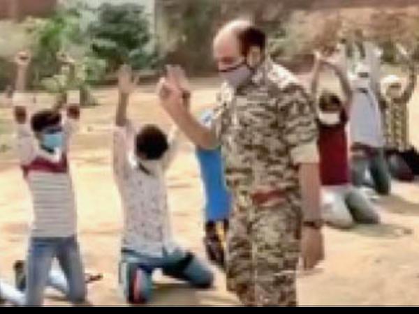 कोरोना कर्फ्यू में घर से बाहर ना निकलने की शपथ दिलाते पुलिस के जवान। - Dainik Bhaskar