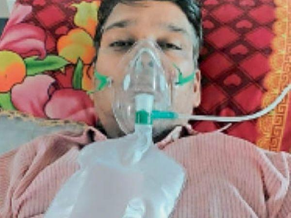 कोरोना वायरस से जंग जीतने के बाद डॉ. चंद्रशेखर वाघमारे। - Dainik Bhaskar