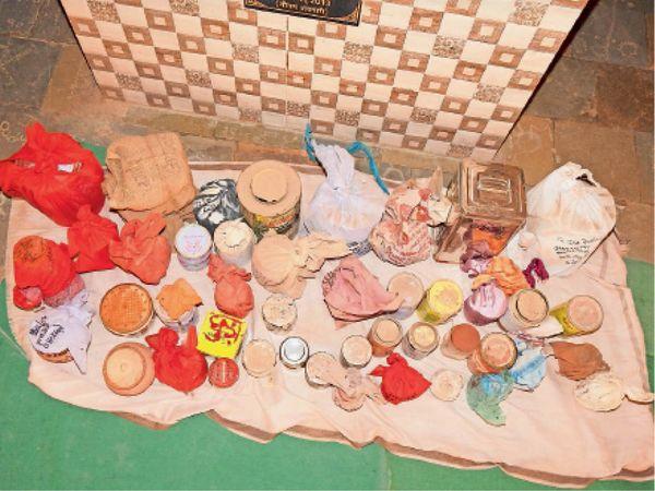 बाड़मेर. कोराना से मौतों के आंकड़े बढ़ने के साथ श्मशान विकास समिति के सामने अस्थियों को सम्भाल कर रखने की जगह कम पड़ रही - Dainik Bhaskar