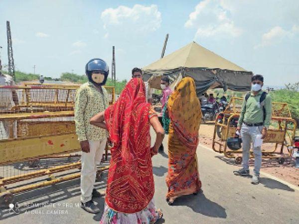 दो घंटे बाद मूंडला की मुन्नी मीणा और बगडुवा के बुखार पीड़ित बालक के लिए राजस्थान की सीमा में दिया प्रवेश। - Dainik Bhaskar