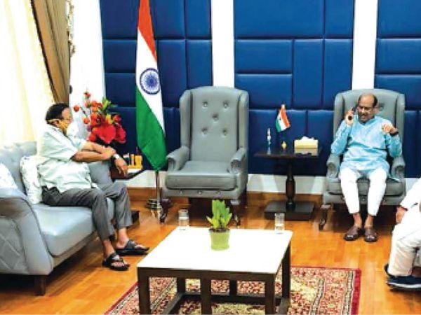 फोटो 28 अप्रैल का, जब यूडीएच मंत्री शांति धारीवाल ने प्रदेश को सहायता दिलाने के लिए लोकसभा अध्यक्ष बिरला से मुलाकात की थी। - Dainik Bhaskar