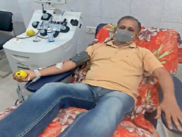 ऐसे रक्तवीरों की जरूरत, सुबोध 120 बार कर चुके रक्तदान - Dainik Bhaskar