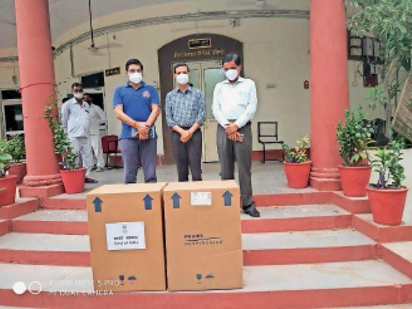 बूंदी जिला अस्पताल को शुक्रवार को 10 ऑक्सीजन कंसंट्रेटर मिले। - Dainik Bhaskar