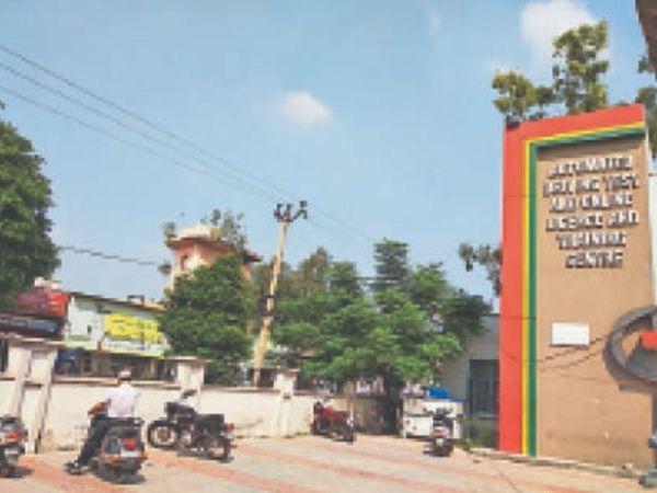 आवेदक इससे नाखुश होकर लर्निंग लाइसेंस के प्रिंट की ही मांग कर रहे हैं। - Dainik Bhaskar