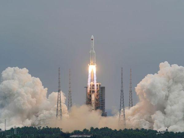 लॉन्ग मार्च 5बी रॉकेट को चीन के हाइनान द्वीप से लॉन्च किया था।