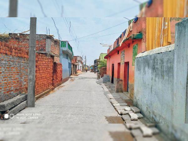 गांव में 15 मार्च से ही लाॅकडाउन, रिश्तेदाराें तक के आने पर है राेक। - Dainik Bhaskar