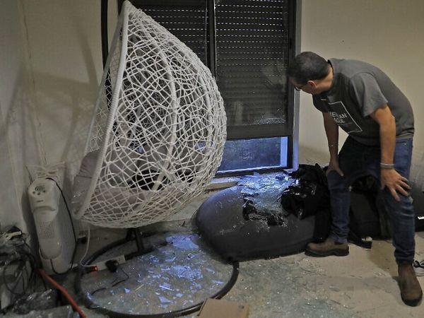 रॉकेट हमले के बाद उसके मलबे का कुछ हिस्सा यरूशलम में एक व्यक्ति के घर गिरा। इससे घर को कुछ नुकसान हुआ।