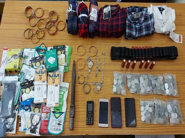 उतई थाने की पुलिस ने 6 आरोपियों से चोरी किए गए सामान को बरामद किया है।