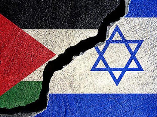 इजरायल बनने के बाद 7 लाख फिलीस्तीनी रिफ्यूजी हो गए। ये 70 लाख हो चुके हैं। ये आ गए तो यहूदी अपने ही देश में अल्पसंख्यक हो जाएंगे। इससे फिर धर्मयुद्ध छिड़ने का डर है। - Money Bhaskar