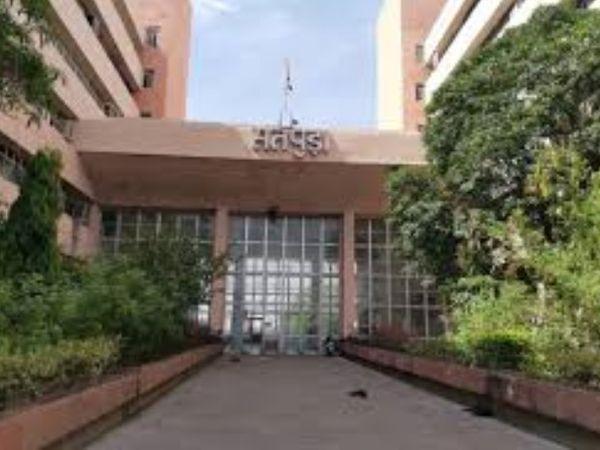 उच्च शिक्षा विभाग ने यूजी और पीजी की परीक्षाओं के लिए परीक्षा फार्म भरने की अंतिम तारीख बढ़ाकर 31 मई तक कर दी है। - प्रतीकात्मक फोटो - Dainik Bhaskar