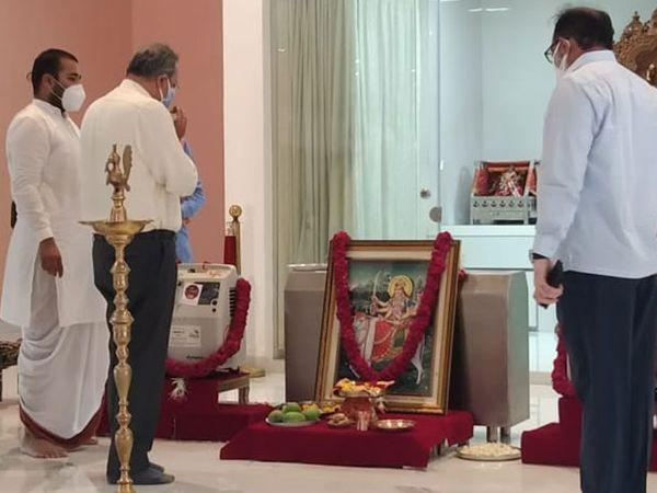 जसपुर में विश्व उमिया मंदिर में कन्संट्रेटर्स की पूजा की गई।
