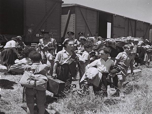 फिलिस्तीन में यूरोप से आए यहूदी लोग।
