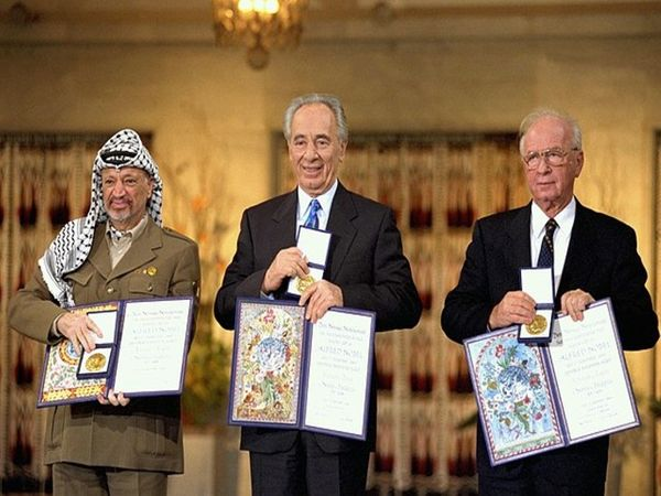 मध्य-पूर्व में शांति स्थापित करने के प्रयासों के लिए इजराइली प्रधानमंत्री यित्जाक रॉबिन, विदेश मंत्री शिमोन पेरेज और फिलिस्तीनी नेता यासिर अराफात को 1994 में नोबेल शांति पुरस्कार दिया गया।