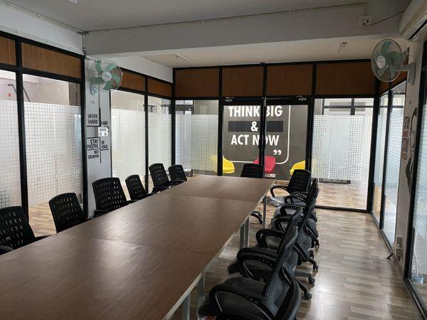 प्रितेश ने पटना में 5 हजार स्क्वायर फिट में अपना ऑफिस खोला है। जिसमें 100 स्टार्टअप्स के लिए वर्कस्पेस है।