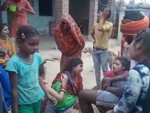 लड़के के घर वालों का रो-रोकर बुरा हाल है। - Dainik Bhaskar