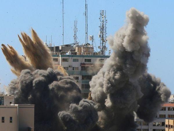 इस बिल्डिंग में इंटरनेशनल मीडिया अल जजीरा और एसोसिएट प्रेस (AP) के दफ्तर भी थे।