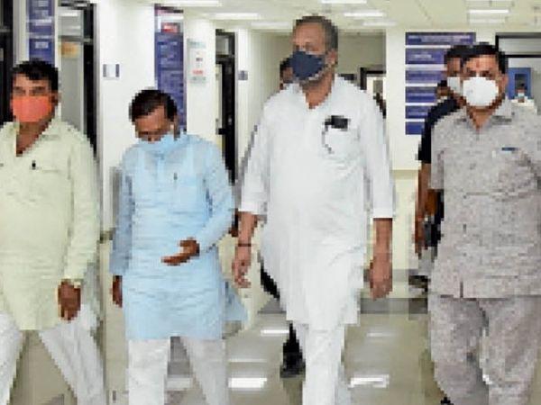 रतलाम आए कोविड प्रभारी मंत्री, बोले - कॉलेज में आने वाले हर मरीज को उपचार मिले, परिजन को संतोषप्रद जवाब मिलना चाहिए। - Dainik Bhaskar