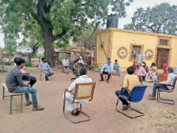 संक्रमण की चेन तोड़ने के लिए एसडीएम ने ली बैठक। - Dainik Bhaskar