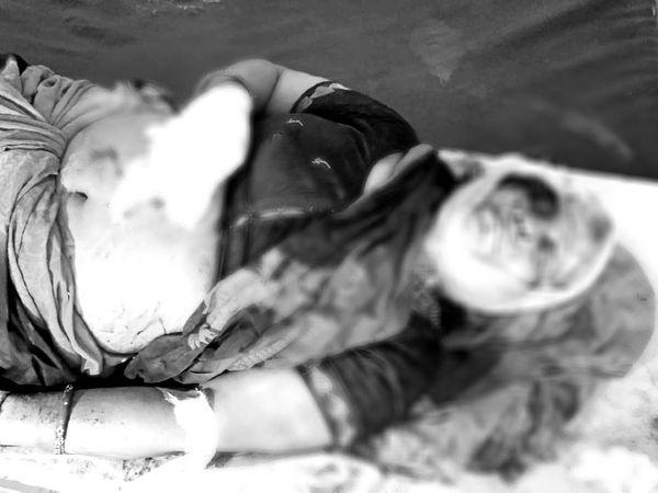 घायल पुष्पा शर्मा।